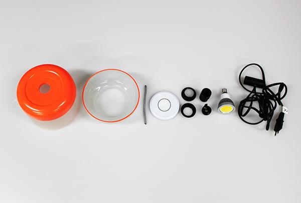 V diplomovej práci sa zameriavam na vytvorenie kolekcie svietidiel, vyrobených v čo najväčšej miere z recyklovaných materiálov (tienidlo, zdroj energie, stojany).