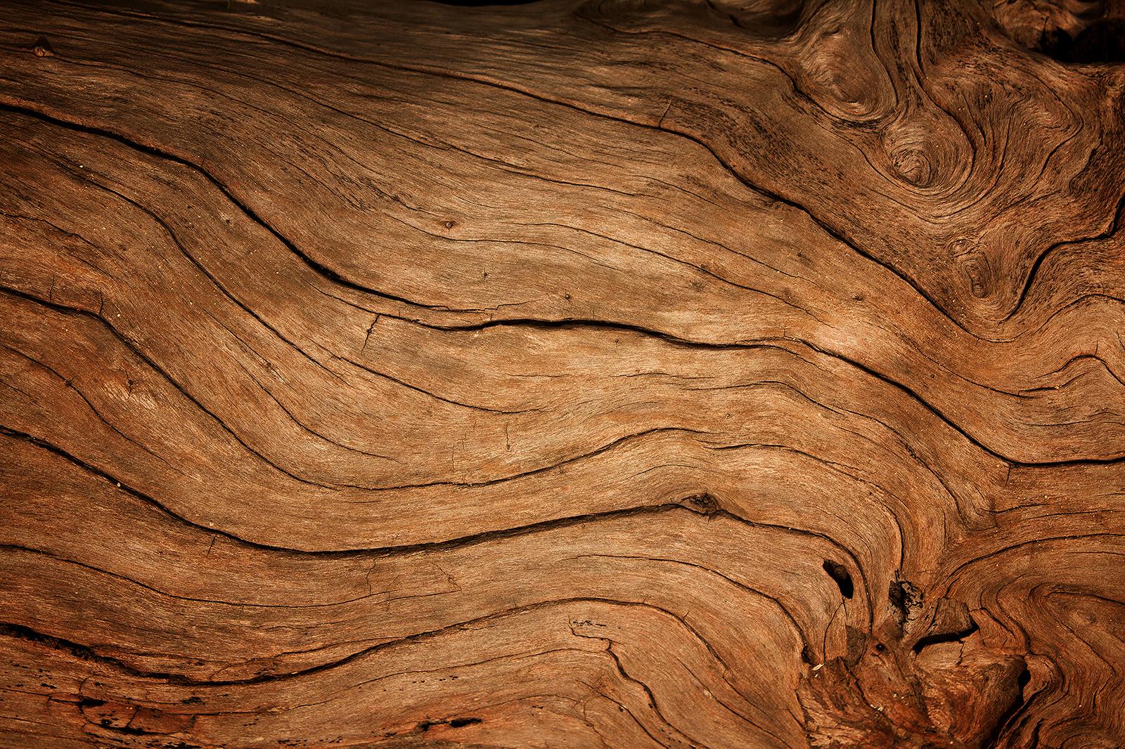 Unsere Möbelstücke bekommst du in Nussbaum, Eiche und Eiche Natur.