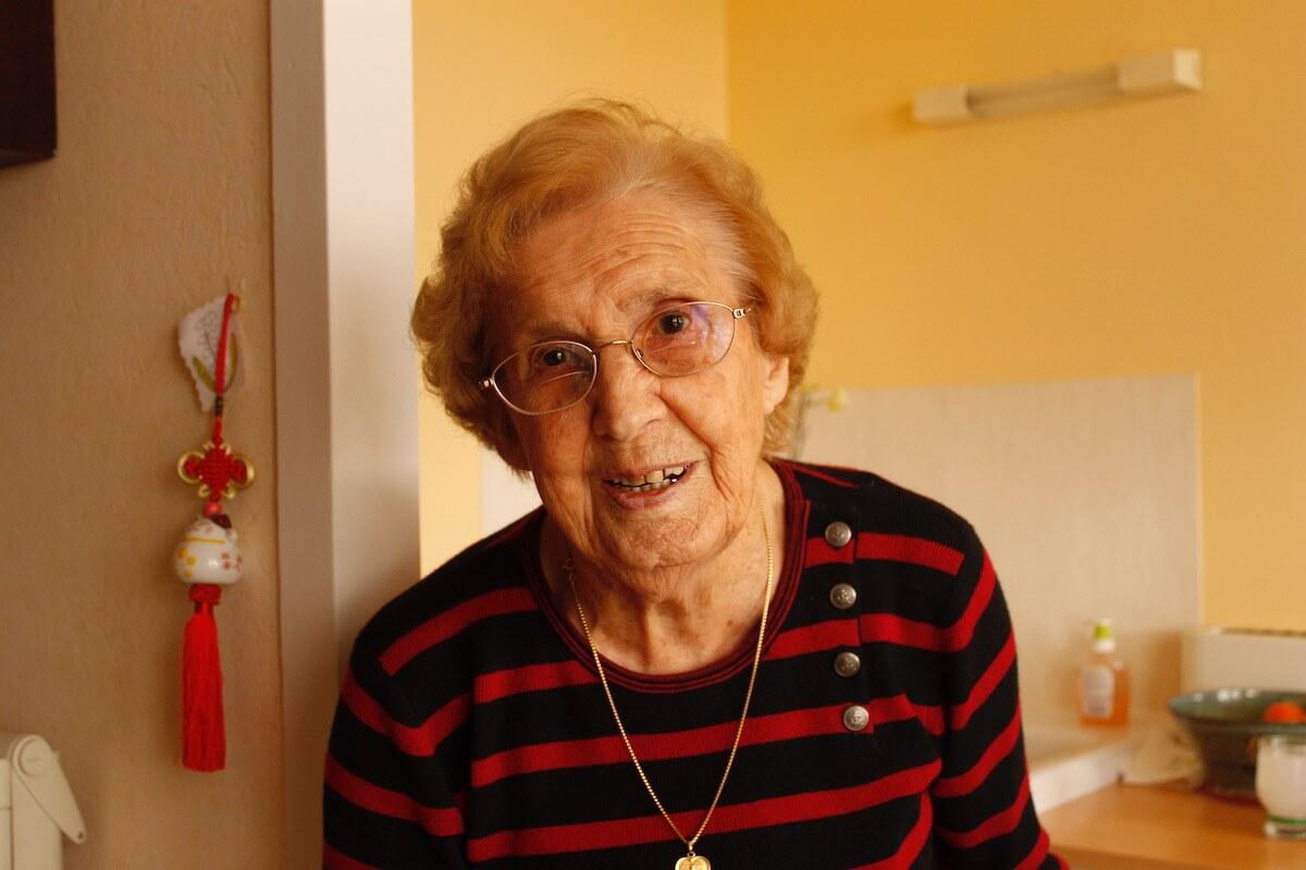Photo retraitée qui sourit