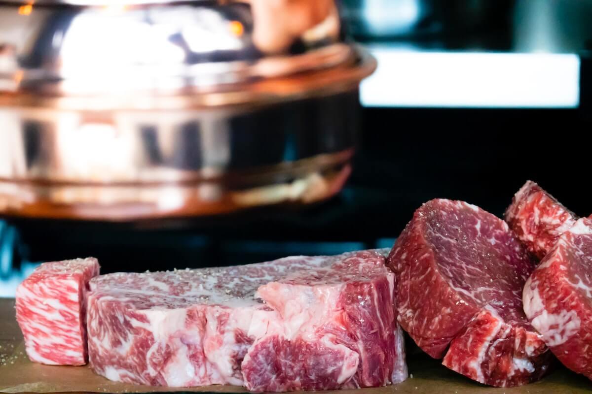 Carne crua pronta a cozinhar