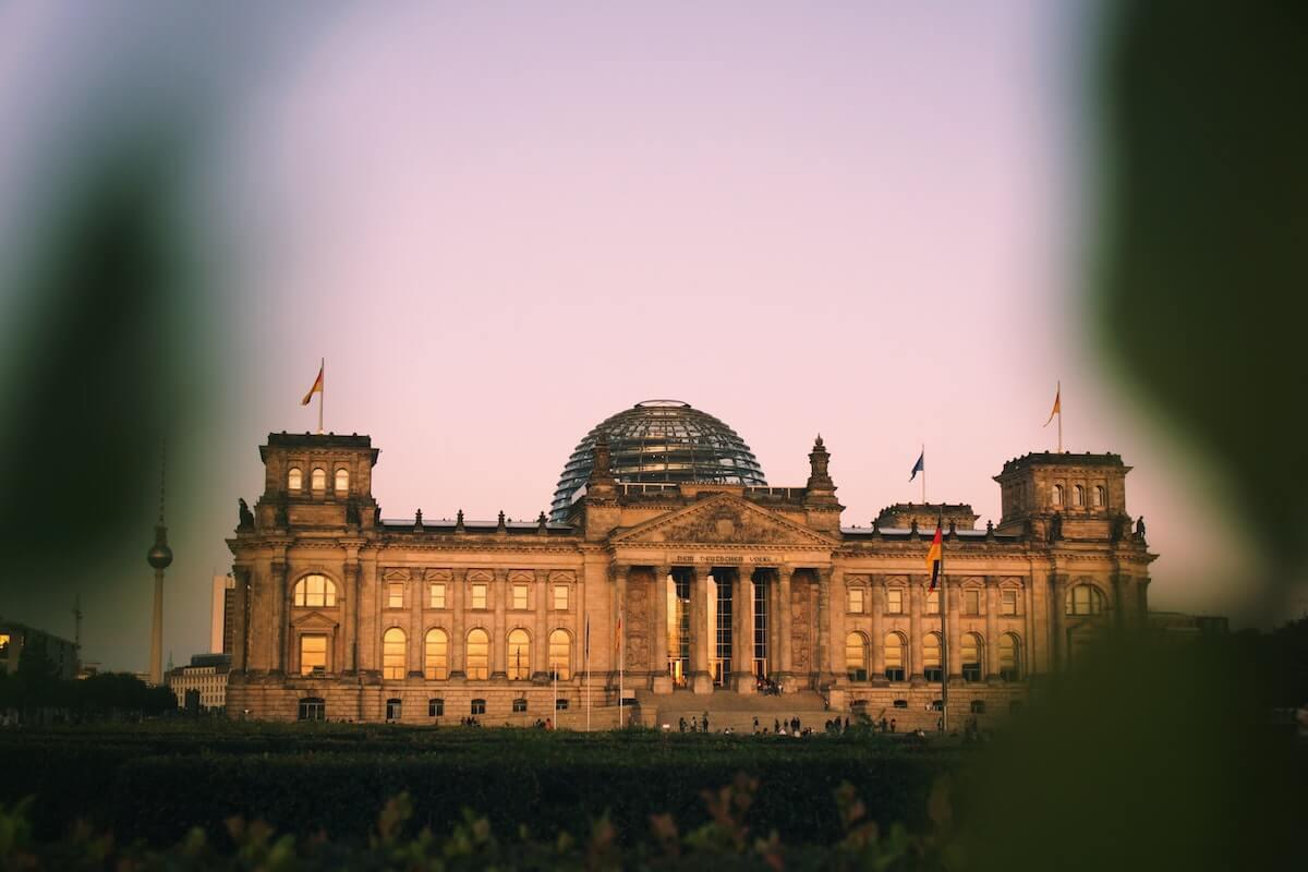 Edifício do Parlamento Alemão ao fim do dia