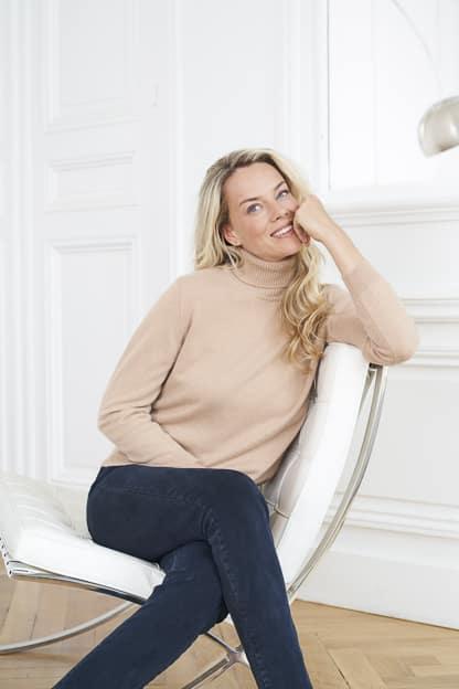 photo mode vêtement femme catalogue mode intérieur studio