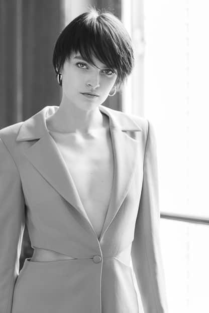 Photo mode femme noir et blanc studio photographe professionnel