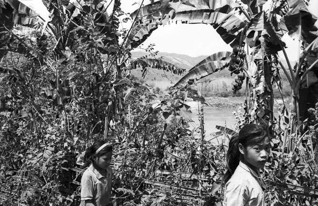 Photo professionnelle mise en valeur de produit et marque, photo au Laos en noir et blanc par Stevents Frémont photographe professionnel