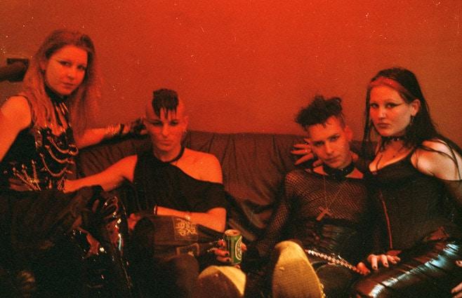 Photo professionnelle mise en valeur de produit et marque, photo intérieur groupe de punk par Stevents Frémont photographe professionnel