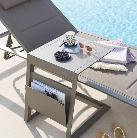 Photos professionnelles chaise longue bord piscine extérieur - outdoor