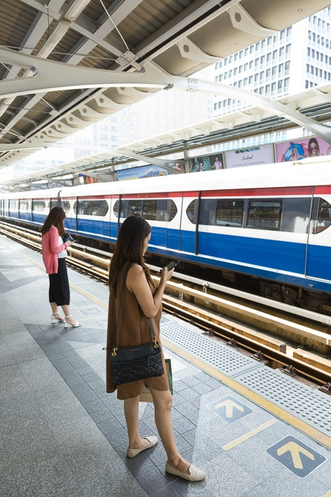 Photo professionnelle de voyage, réalisation Stevens Frémont photographe professionnel voyage Bangkok Thailande métro