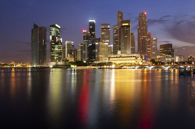 Photo professionnelle de voyage, réalisation Stevens Frémont photographe professionnel voyage à Singapoure photo Skyline de nuit