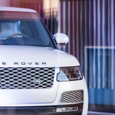 Photographies professionnelles pour les marques, photo publicité extérieur du Land Rover RRSV Coupe par Stevens Frémont photographe professionnel