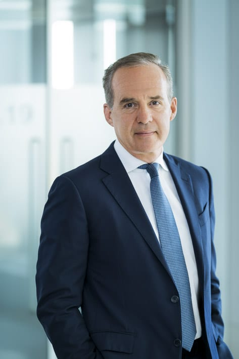 Photo portrait professionnelle par Stevens Frémont, photo portrait Frédéric Janbon Corporate Londres dans un cadre professionnelles