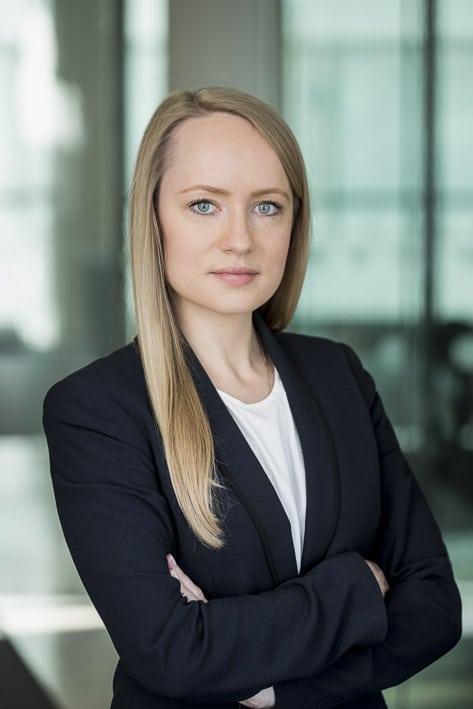 Photo portrait professionnelle par Stevens Frémont, photo portrait KAREPANOVA Ekaterina BNP Paribas à Londres cadre professionnelle