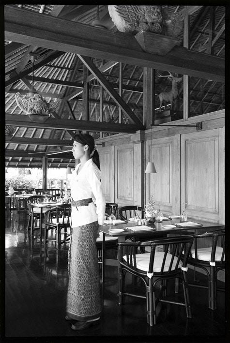 Photo portrait professionnelle par Stevens Frémont, photo portrait noir et blanc femme à Bali dans un cadre professionnelles