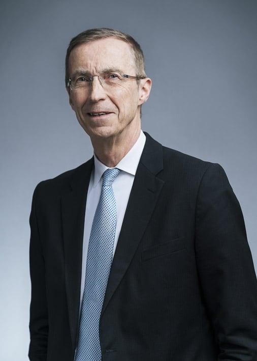 Photo portrait professionnelle par Stevens Frémont, photo portrait Duhamel Nicolas Corporate Londres dans un cadre professionnelles
