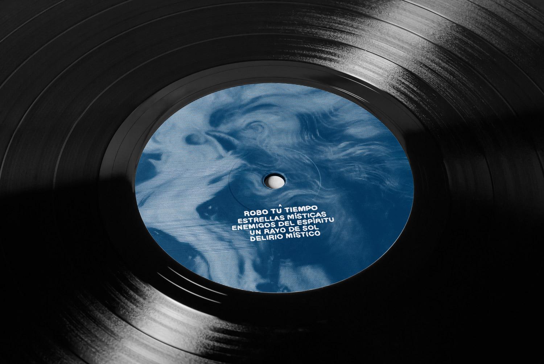 Triangulo de Amor Bizarro vinyl design by Diego Delgado