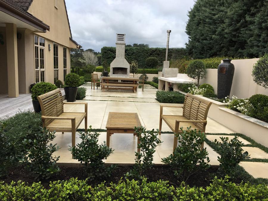 Courtyard dinning 2