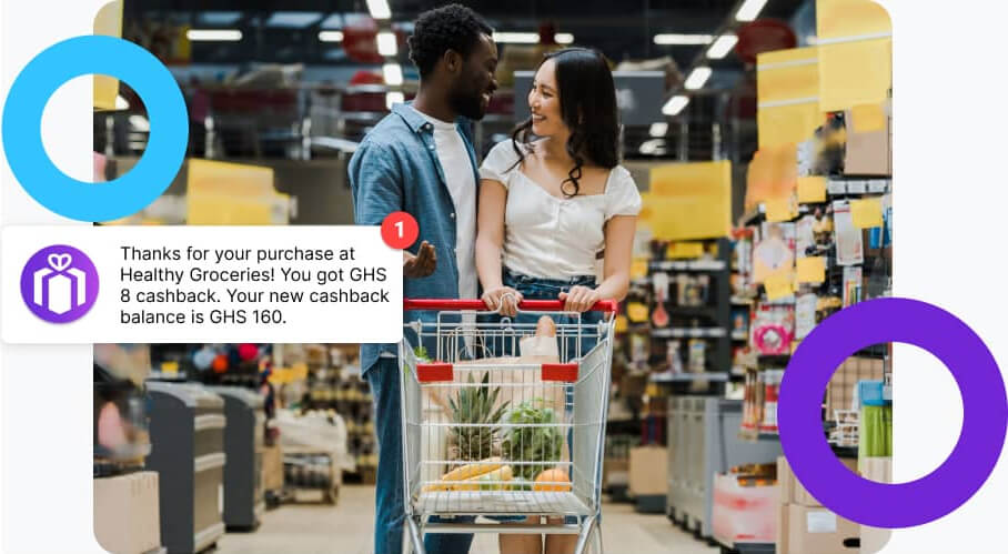 Couple shopping at a grocery store with a cashback notification