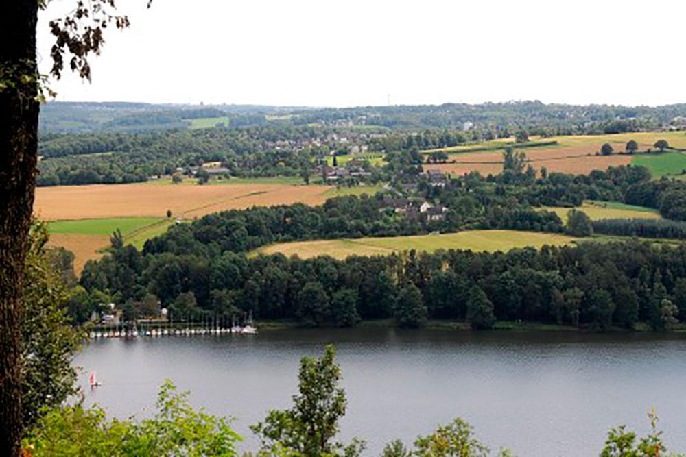 Am Schmalscheid: Blick auf den Baldeneysee im Landschaftsschutzgebiet Fischlaker Mark