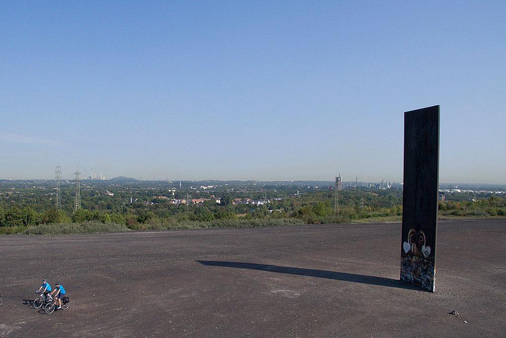 360 Grad Panoramablick mit Mondlandschaft auf der Schurenbachhalde