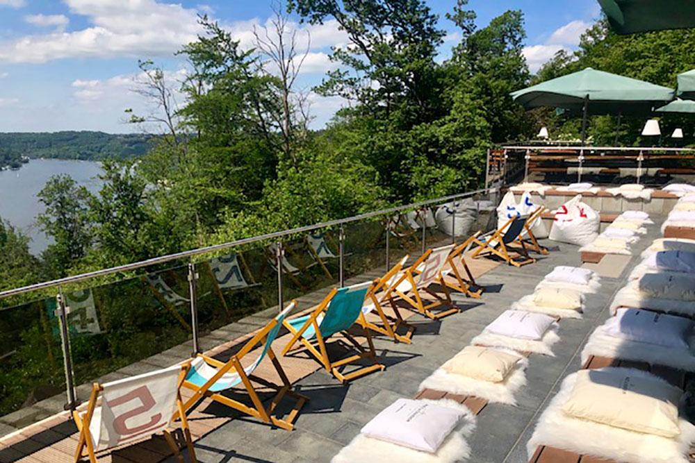Sundowner und fantastischer Blick über den Baldeneysee im Biergarten im Jagdhaus Schellenberg