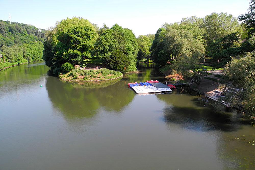 Tretboot ausleihen und picknicken an der Brehminsel