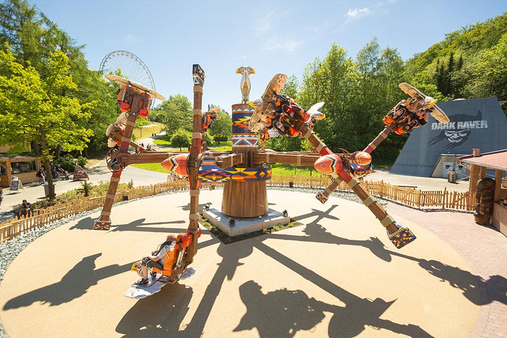 Karussel-Attraktion im Abenteuerland Fort Fun Freizeitpark