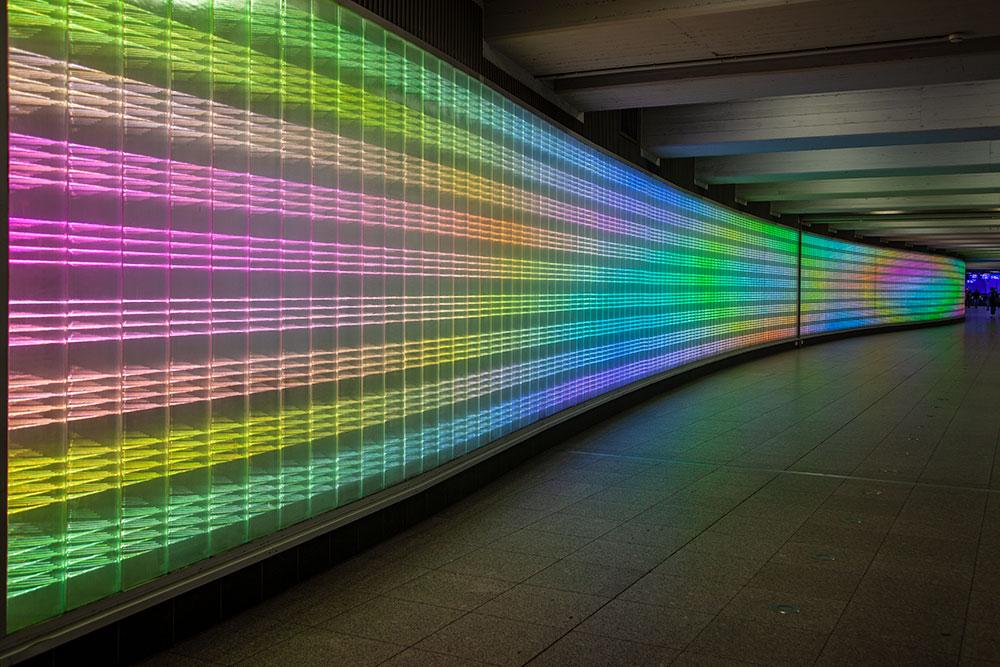besondere-fotospots-in-essen  Leuchtendes Lichtspiel in der Passerelle © offguide
