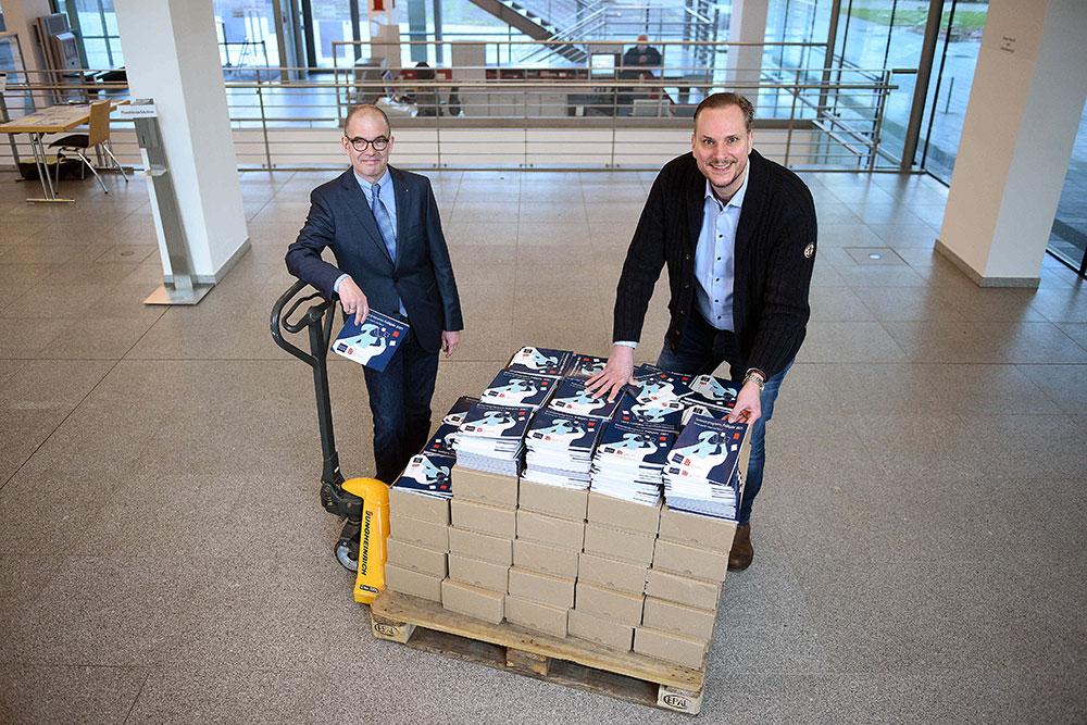Direktor Michael Imberg und Stephan Rinke vom Leitungsteam der VHS