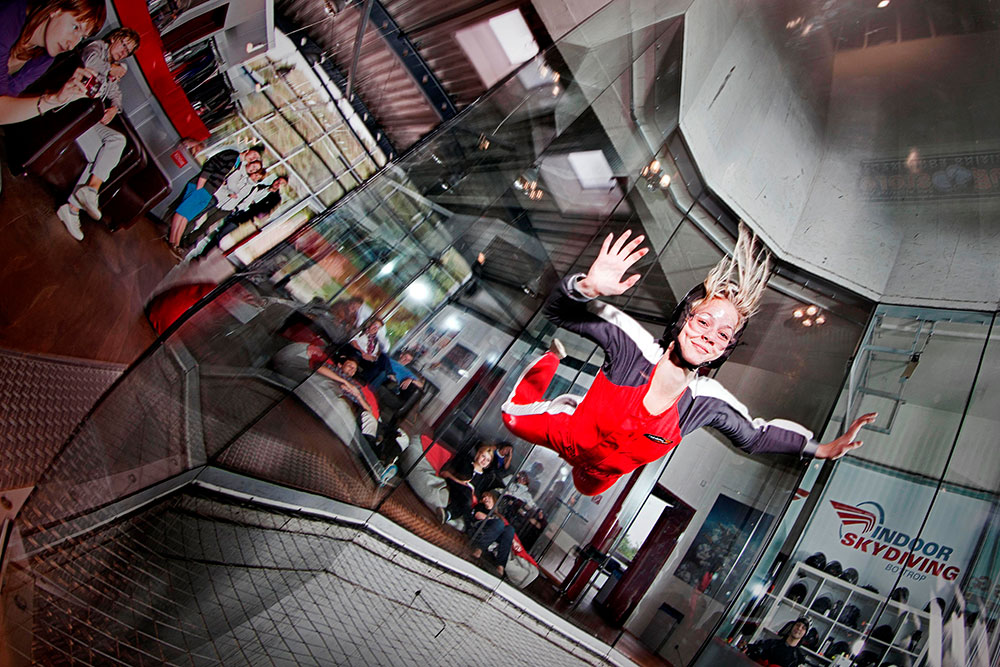 Teilnehmerin beim Indoor Skydiving im Alpincenter Bottrop