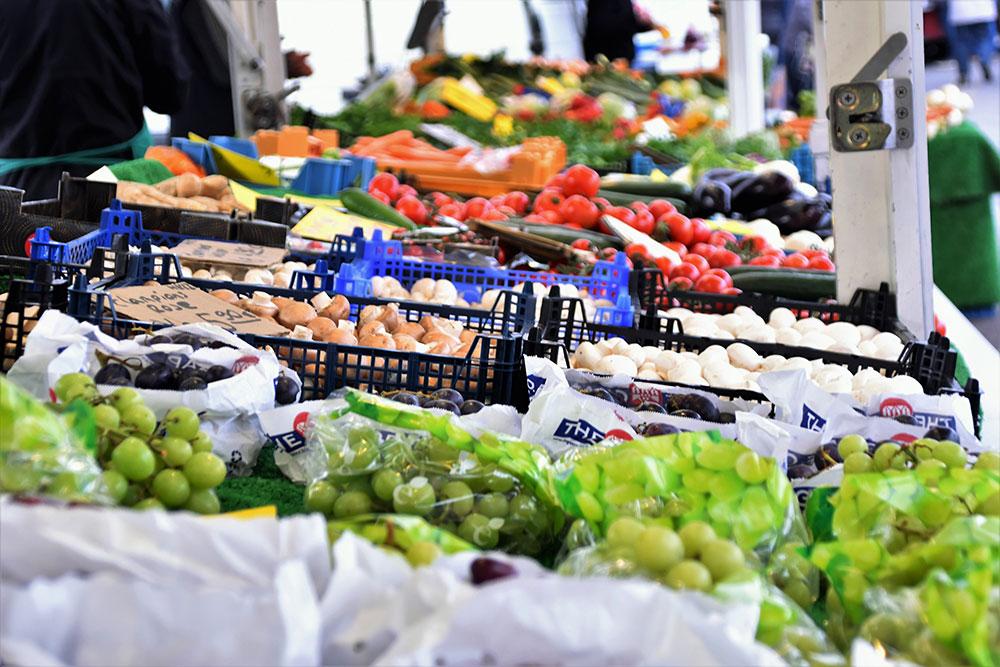 Wochenmärkte in Essen Weintrauben Champions in Kasten
