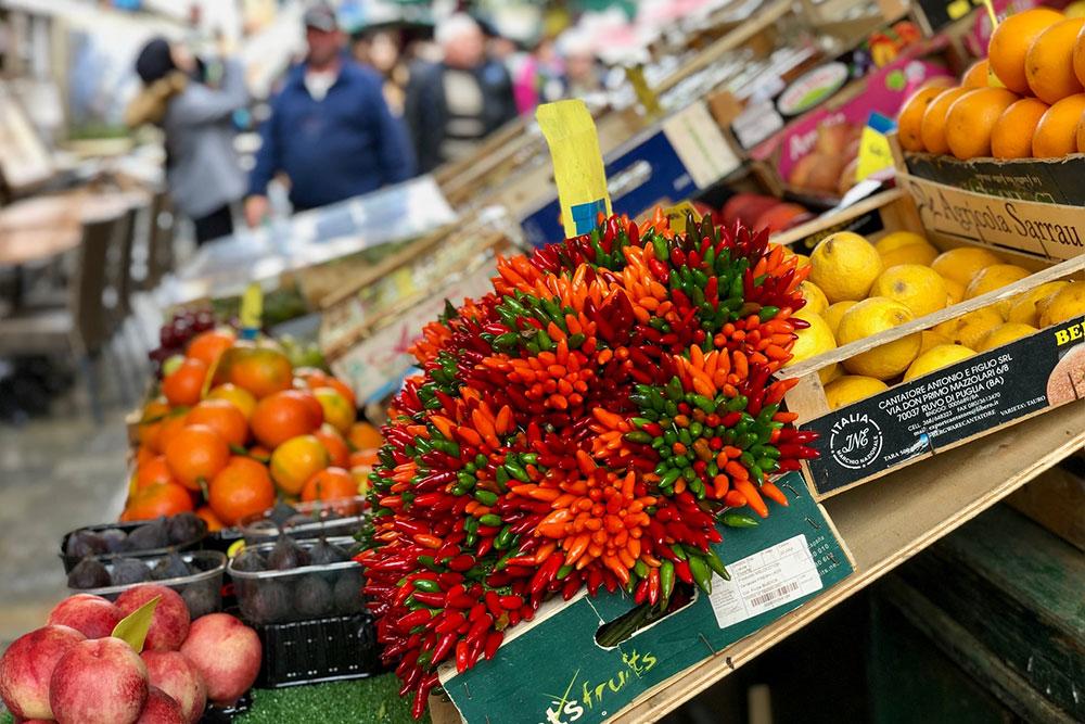 Wochenmärkte in Essen Nah Aufnahme Chilis Zitronen Orangen