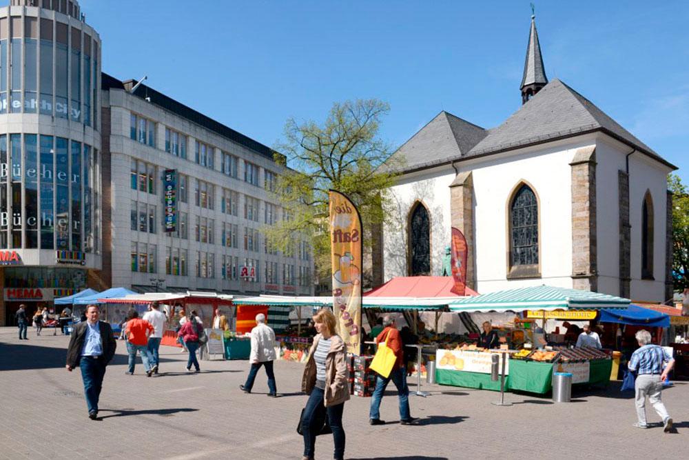 Wochenmärkte in Essen Innenstadt Markt Stände vor der Kirche