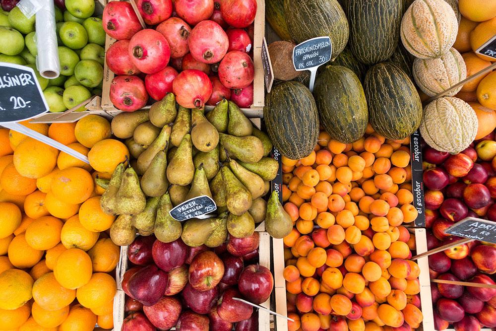 Wochenmärkte in Essen  Nah Aufnahme Obst Orangen Birnen