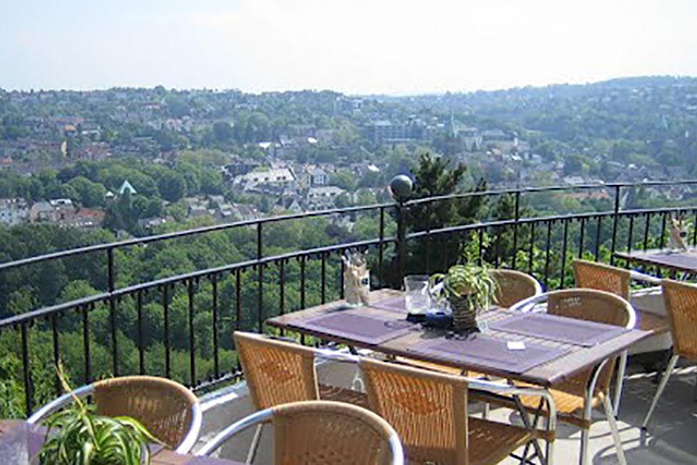 Die Villa Vue im Stadtteil Werden liegt mitten auf einem Berg – das verspricht natürlich einen außergewöhnlichen Blick.