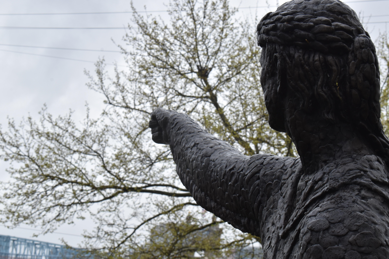 Statue Pointing to Cincinnati, Ohio from Newport, Kentucky.