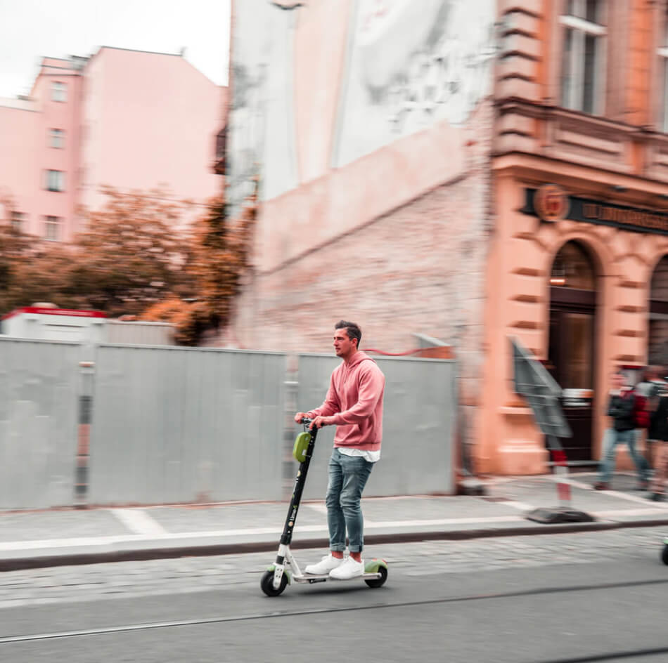 Karshare partners with EcoMove to give people more sustainable travel options in Bristol.
