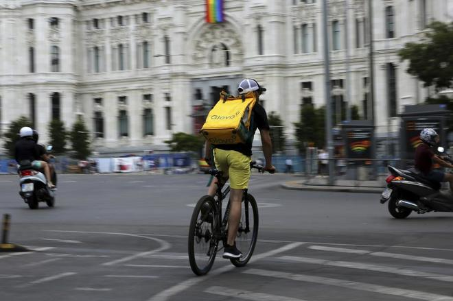 Los repartidores de Glovo no son falsos autónomos, según el fallo de un  juzgado de Madrid | Economía