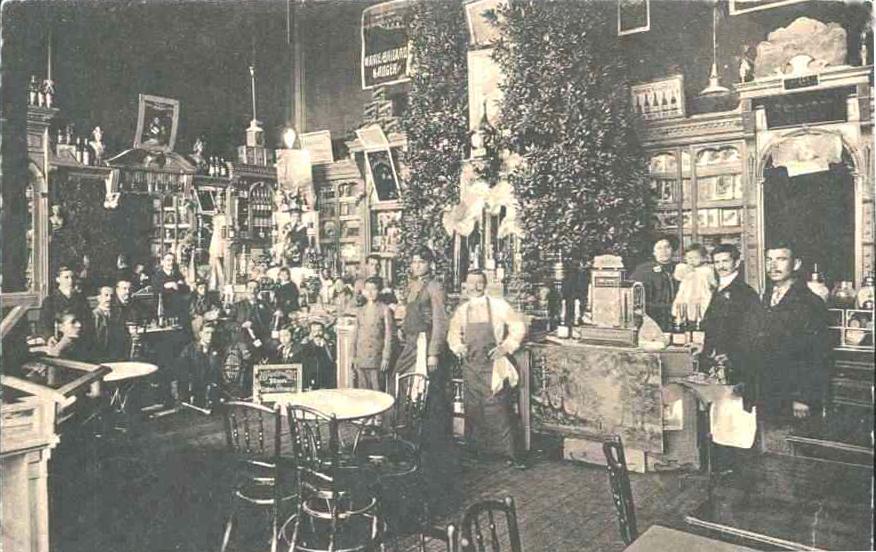 """Интериор на сладкарница """"Тетевен"""" в началото на 20те г., снимка колекция Д. Хес"""