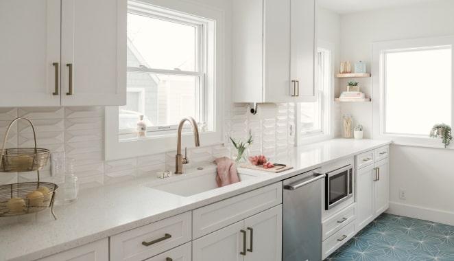 Setting kitchen tile/backsplash