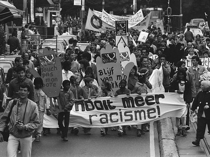 Een foto van een demonstratie tegen Racisme