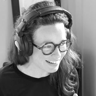 Photo Amelie Boucher en cours d'enregistrement du podcast