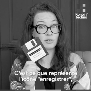 Photo Interview Amelie Boucher (Amelie tient une disquette)