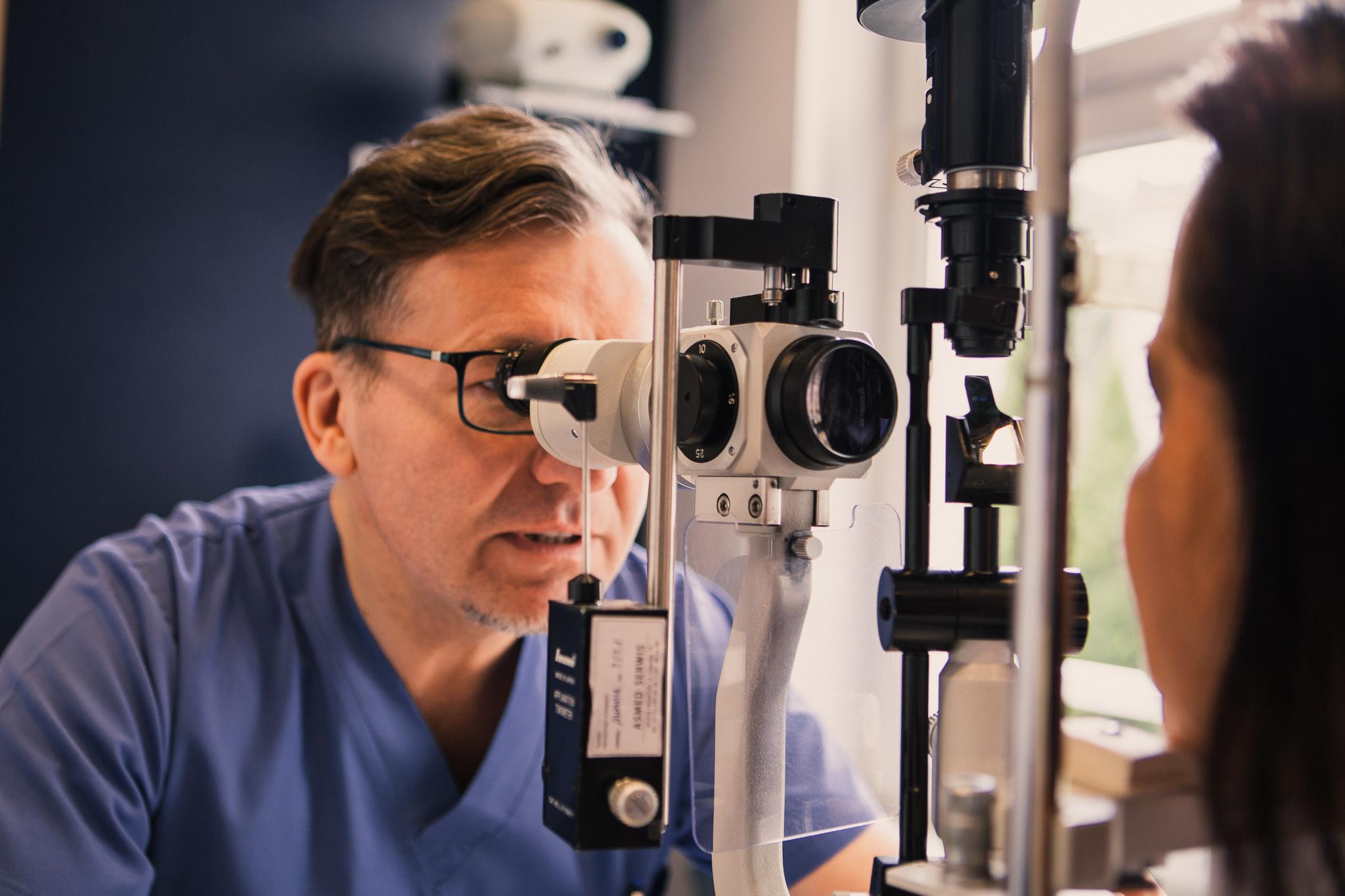 Doktor Krzysztof Ochalik - Badanie wzroku, okulista