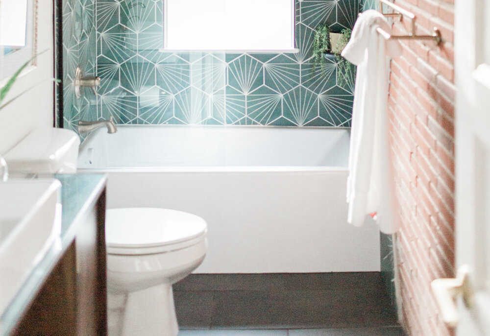 Zenith Design + Build | Mid-Mod Hall Bath Makeover