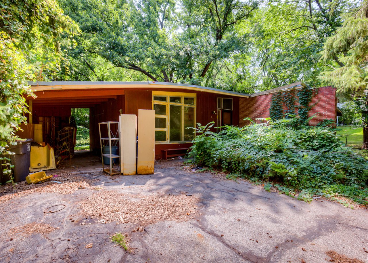 Des Moines Southside Mid-Century Modern (before).