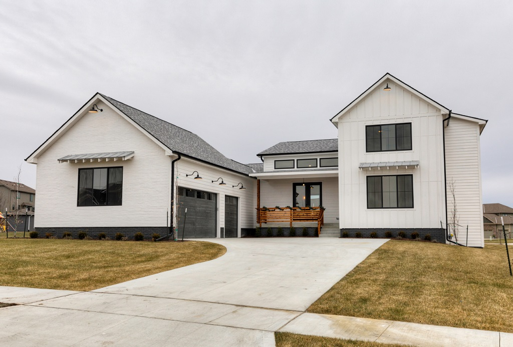 Buying a Newly Constructed Home Pros and Cons