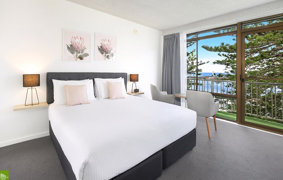The ocean view queen room at he Boat Harbour Motel. A queen sized bed with a view of the ocean.