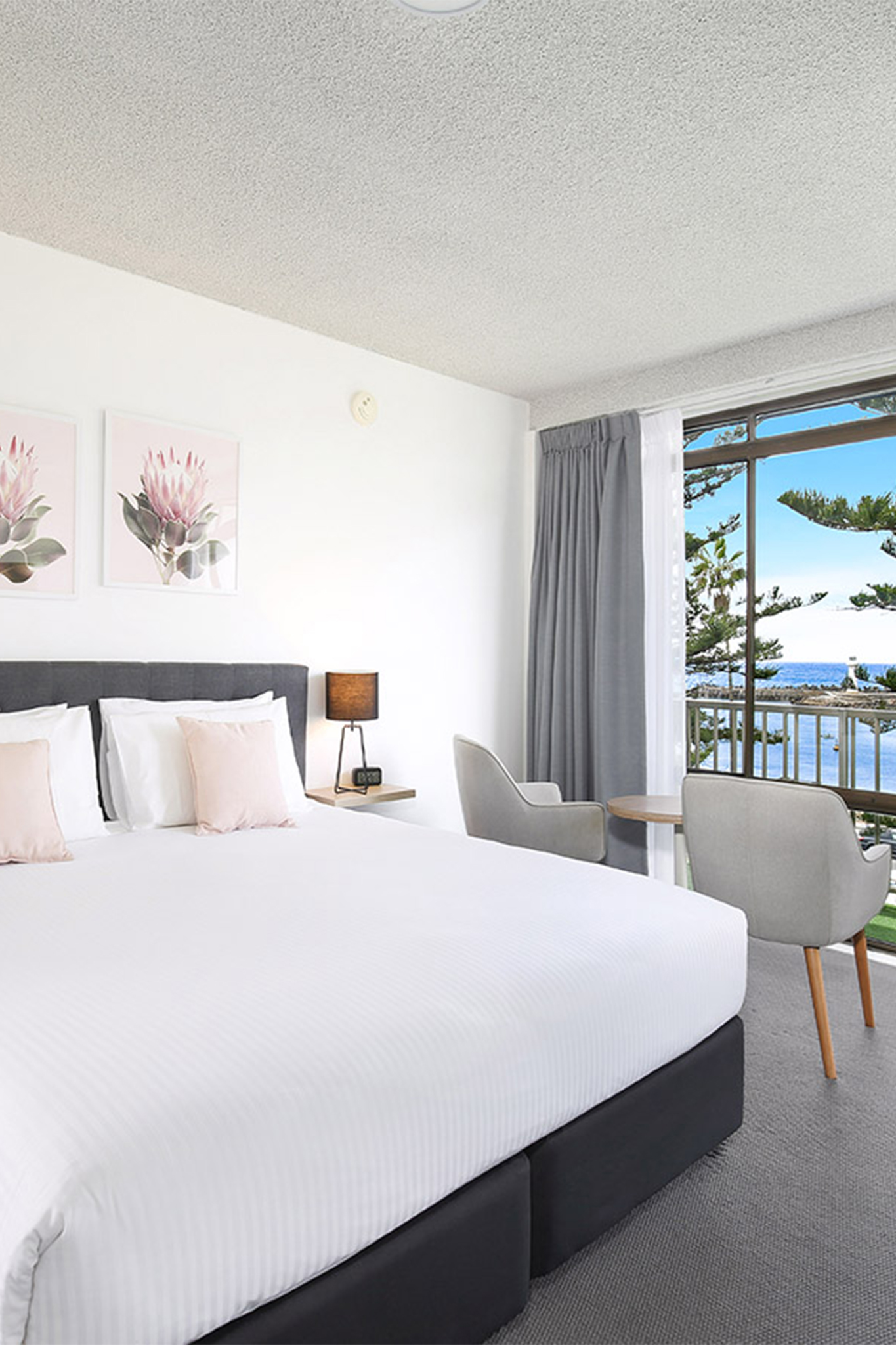 Relax on your extra large private balcony with panoramic views of Wollongong Harbour.