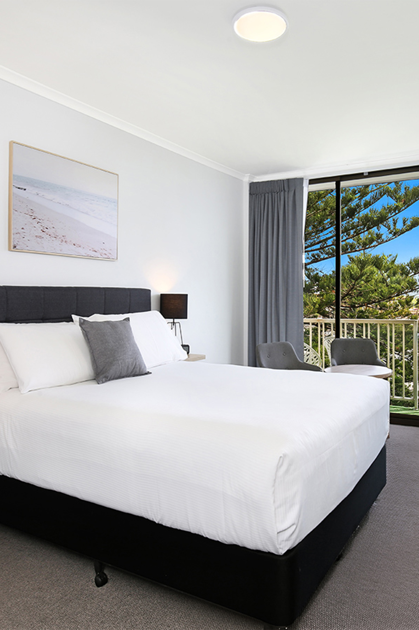 Relax on your ex-large private balcony with panoramic views of Wollongong Harbour.