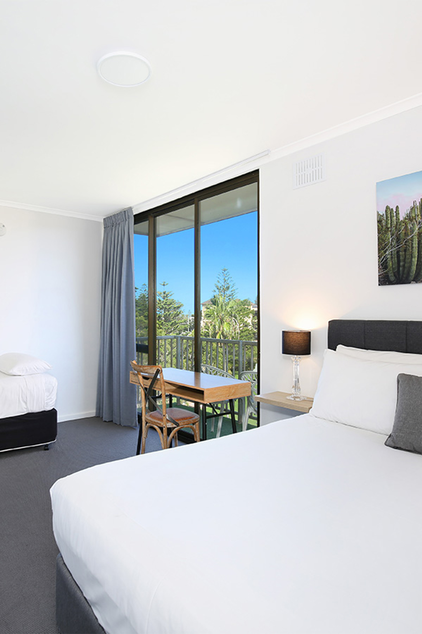 Relax on your private balcony over-looking Wollongong Harbour and Osborne Park.