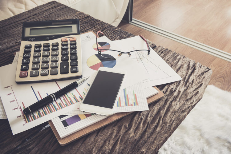 questions-when-planning-your-day---messy-desk